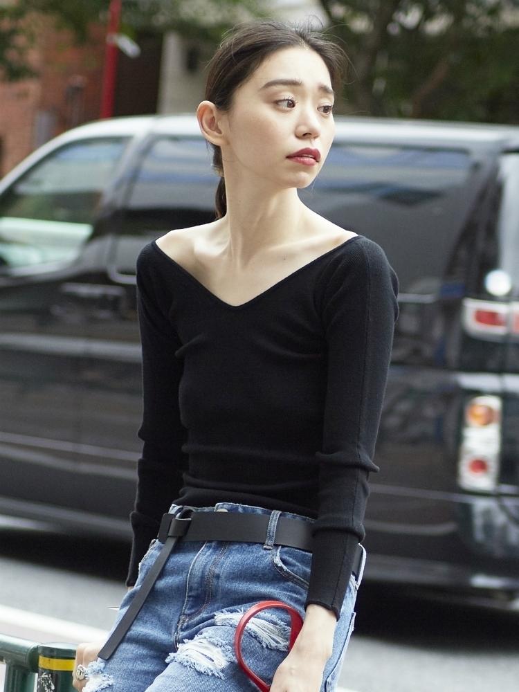 芸能人が誰も知らない明石家さんま 初のロングインタビューで解禁!で着用した衣装ニット