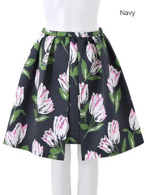 芸能人受付嬢・キラキラ女子が地味にスゴイ!校閲ガール・河野悦子で着用した衣装スカート
