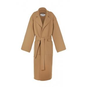 芸能人がInstagramで着用した衣装コート