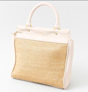 芸能人がRe:BORNで着用した衣装バッグ