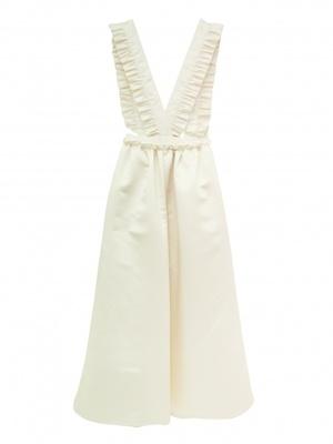 芸能人がInstagramで着用した衣装白のワンピース