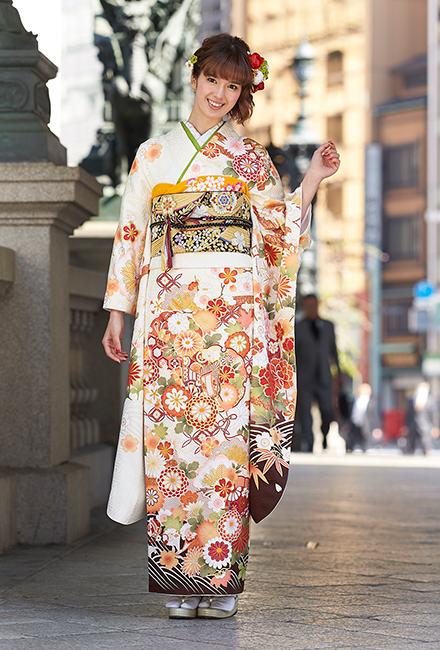 芸能人小島瑠璃子が第49回 日本有線大賞で着用した衣装和装