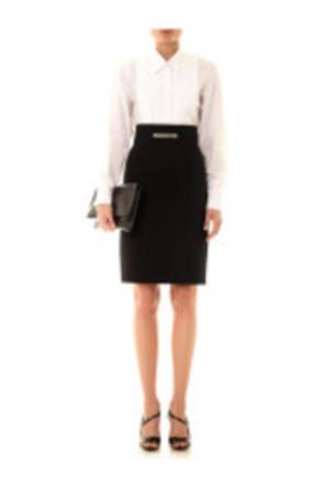 芸能人が資生堂 TSUBAKI CMで着用した衣装スカート