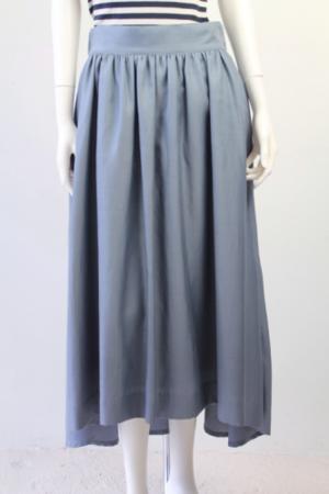 芸能人渡辺麻友が月間オーディションで着用した衣装スカート