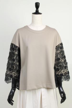 芸能人土屋太鳳がフリーペーパー EDUPONTで着用した衣装Tシャツ/カットソー