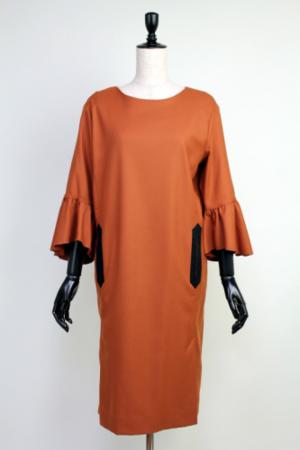 芸能人宮﨑宜子がアベマプライムで着用した衣装ワンピース