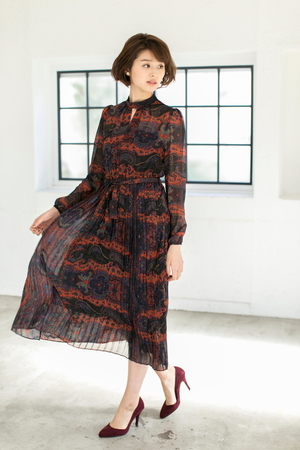 芸能人吉高由里子が今夜くらべてみましたで着用した衣装ワンピース