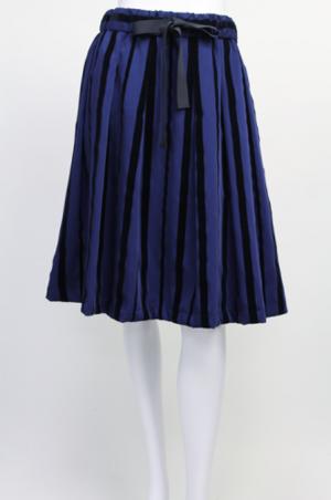 芸能人光浦靖子が山里と100人の美女で着用した衣装スカート