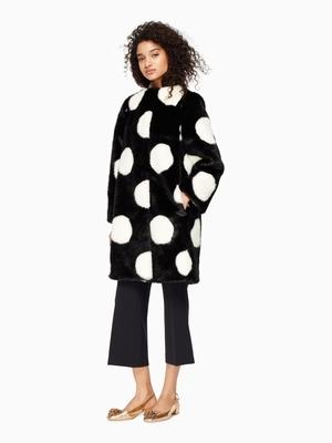 芸能人親友・ネイリストが東京タラレバ娘で着用した衣装コート