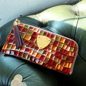 芸能人がしあわせの記憶で着用した衣装財布