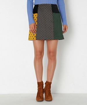 芸能人渋谷凪咲がNMBとまなぶくんで着用した衣装スカート