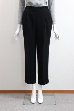 芸能人がアベマプライムで着用した衣装パンツ