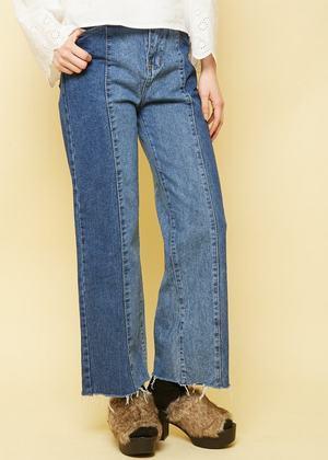 芸能人安井レイがInstagramで着用した衣装パンツ