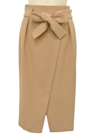 芸能人三浦恵理子が特命係長で着用した衣装スカート