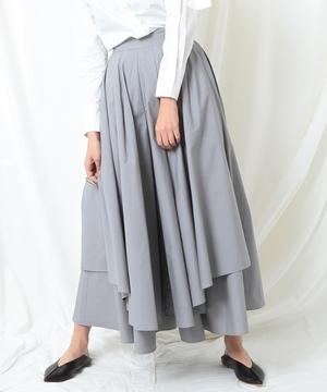 芸能人野崎萌香がヒルナンデス!で着用した衣装スカート