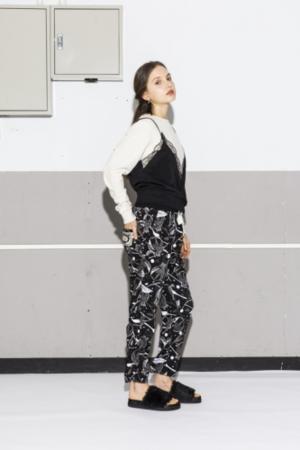 芸能人が東京女子図鑑で着用した衣装パンツ