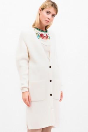 芸能人飯豊まりえがInstagramで着用した衣装ニット