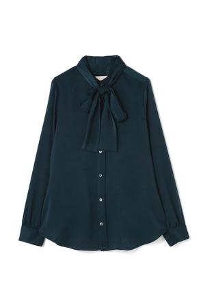 芸能人主役・デザイン会社勤務が奪い愛、冬で着用した衣装シャツ / ブラウス