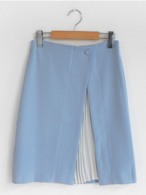 芸能人入山法子がきみはペットで着用した衣装スカート