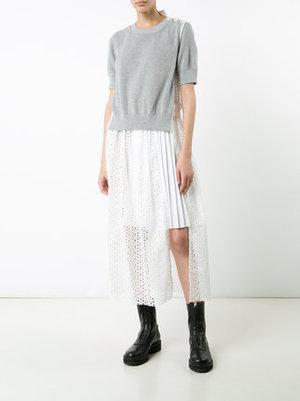 芸能人川口春奈がTwitterで着用した衣装スカート