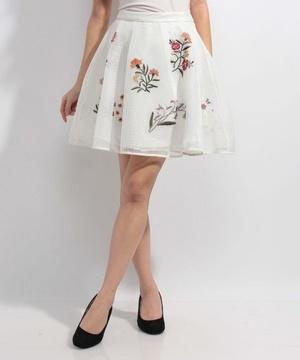 芸能人未選択が未選択で着用した衣装スカート