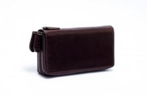 芸能人が愚行録で着用した衣装財布