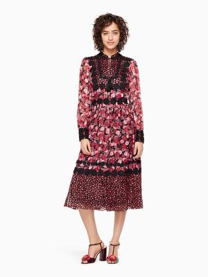 芸能人三吉彩花がメレンゲの気持ちで着用した衣装ワンピース