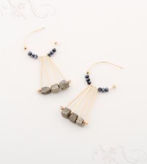 芸能人がIZANAGI 髪の文化社で着用した衣装ピアス(両耳用)