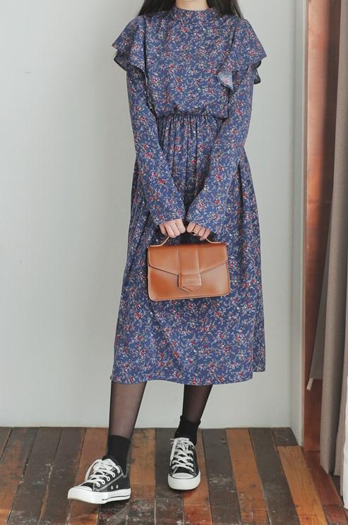 芸能人近藤千尋がInstagramで着用した衣装ワンピース