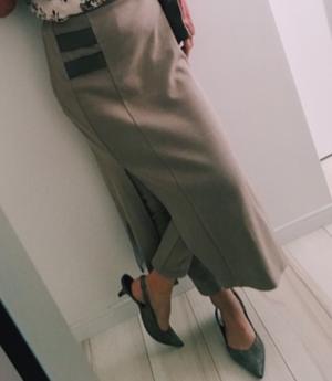 芸能人黒石奈緒子がameriで着用した衣装スカート