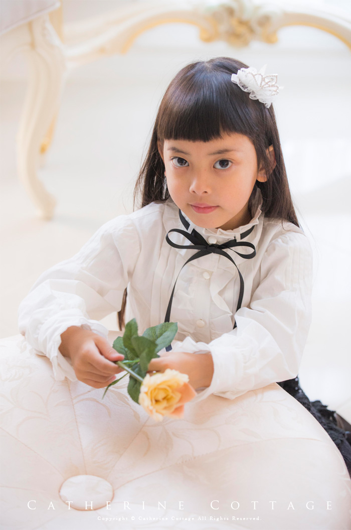 芸能人娘の同級生・お嬢様が下剋上受験で着用した衣装スーツ