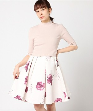 芸能人がTwitterで着用した衣装ニット/スカート