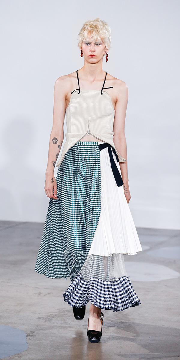 芸能人が明石家さんまのコンプレッくすっ杯で着用した衣装スカート