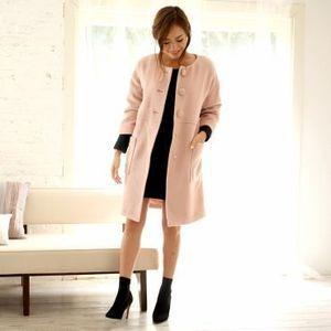 芸能人女子モドキ・S(小柄でぽっちゃり)が人は見た目が100パーセントで着用した衣装コート
