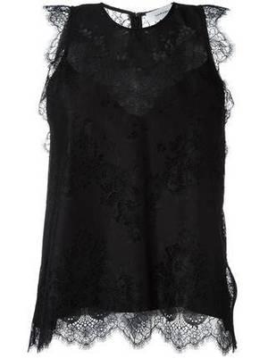 芸能人がInstagramで着用した衣装レースの黒いノースリーブブラウス