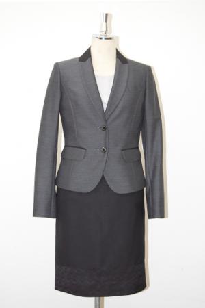 芸能人が十津川警部シリーズ2で着用した衣装スーツ
