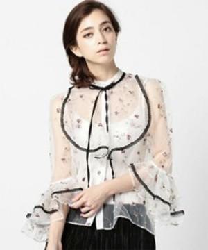 芸能人が乃木坂46で着用した衣装ブラウス/スカート