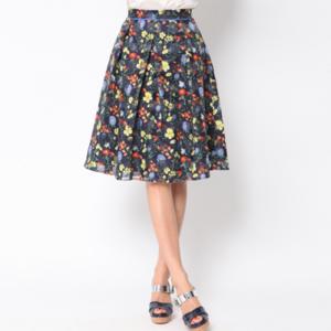 芸能人がB.L.T 6月号で着用した衣装スカート