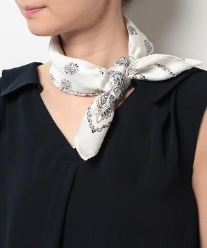 芸能人ステキ女子・化粧品会社勤務が人は見た目が100パーセントで着用した衣装スカーフ