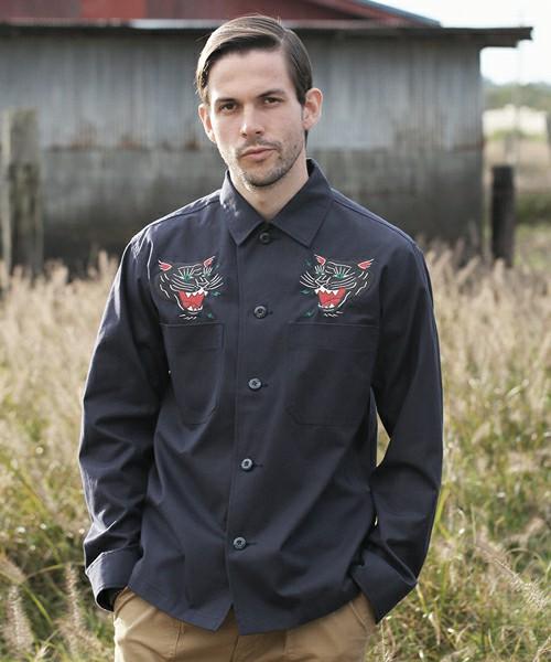 芸能人がライオンのグータッチで着用した衣装シャツ / ブラウス