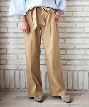 芸能人が人は見た目が100パーセント 5月11日で着用した衣装ウェストリボンのベージュパンツ
