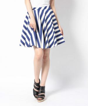 芸能人がCM 花王 フレアフレグランスで着用した衣装スカート