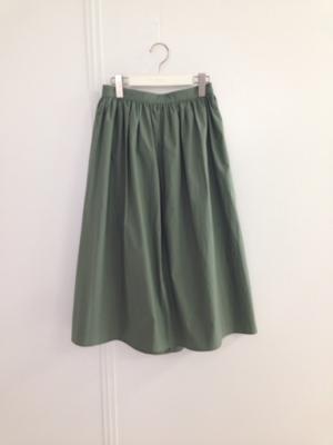 芸能人がTOKYOデシベルで着用した衣装スカート