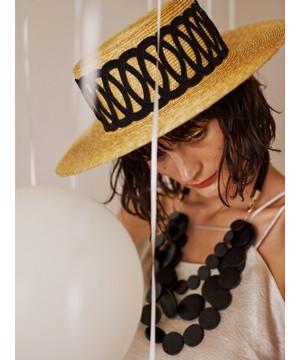 芸能人直感型の女・8頭身美人がボク、運命の人です。で着用した衣装ネックレス