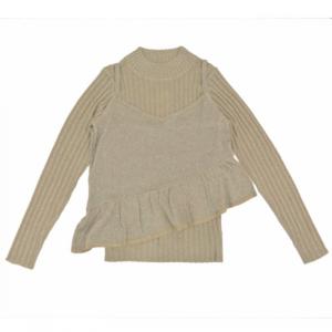 芸能人が光で着用した衣装ニット/セーター