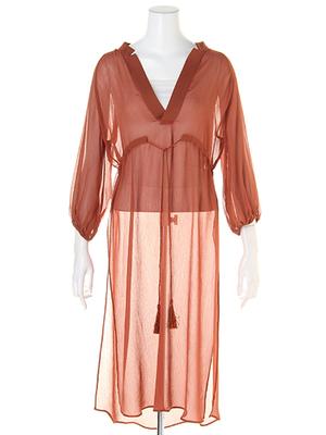 芸能人ステキ女子・化粧品会社の庶務課勤務が人は見た目が100パーセントで着用した衣装ワンピース
