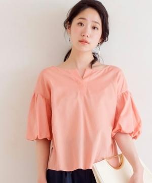 芸能人女子モドキ・S(小柄でぽっちゃり)が人は見た目が100パーセントで着用した衣装ブラウス