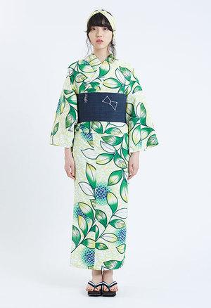 芸能人ステキ女子・化粧品会社の庶務課勤務が人は見た目が100パーセントで着用した衣装浴衣