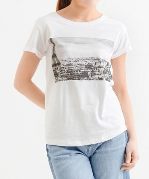 芸能人女子モドキ・M(美の知識が古いまま…)が人は見た目が100パーセントで着用した衣装Tシャツ