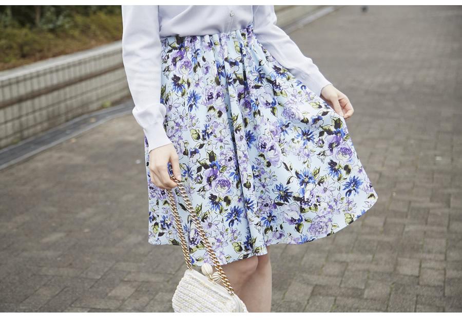芸能人がユアタイムで着用した衣装ニット、スカート